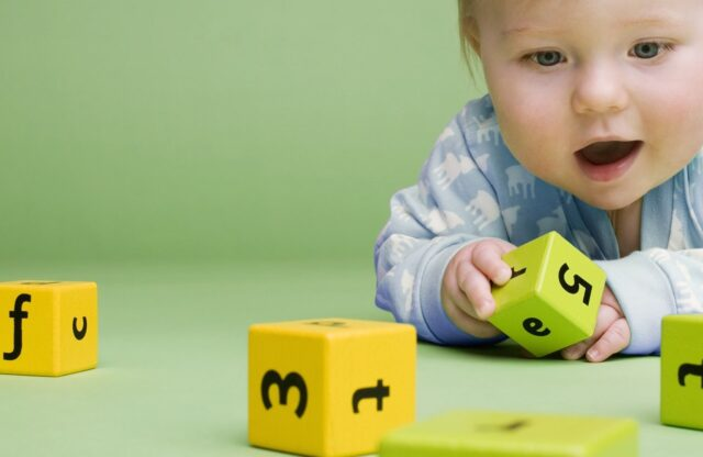 HD-Images-of-Babies-Playing-2