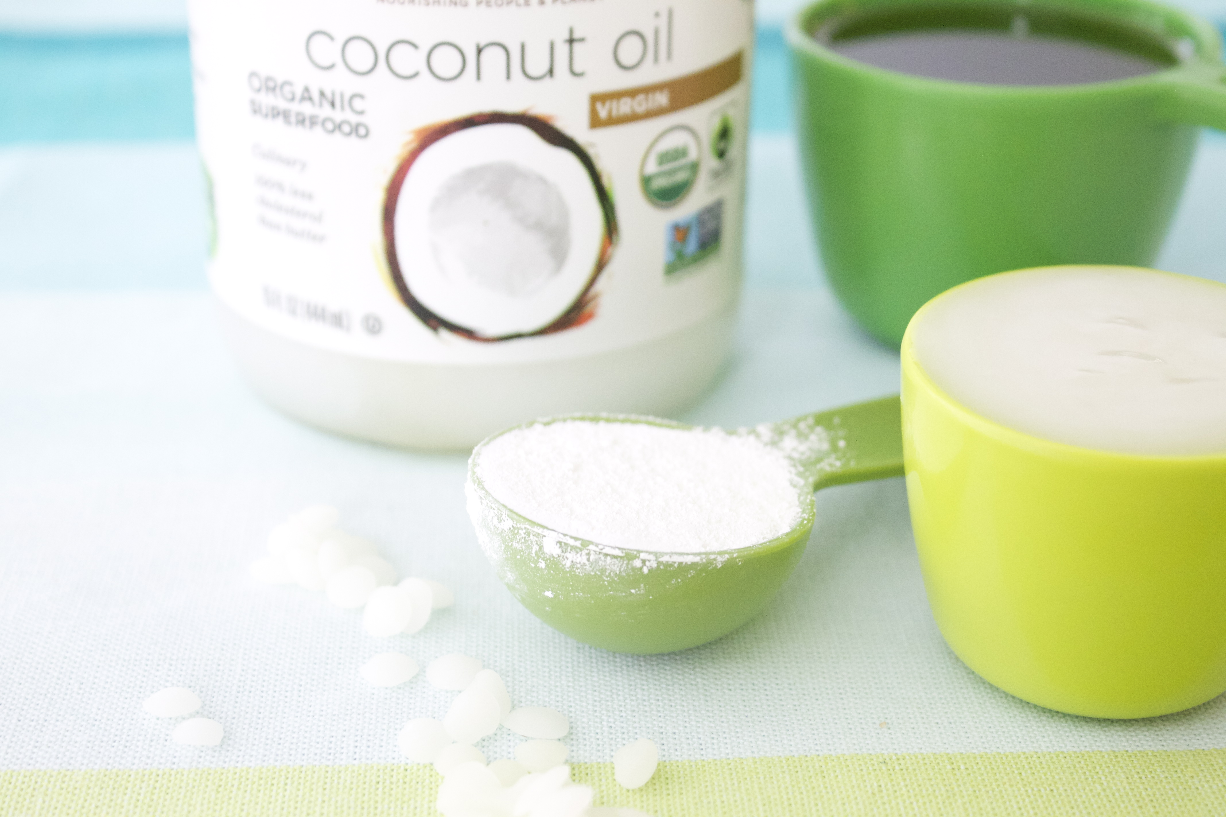 Vir: http://kitchen.nutiva.com/diy-sunscreen-made-with-coconut-oil/